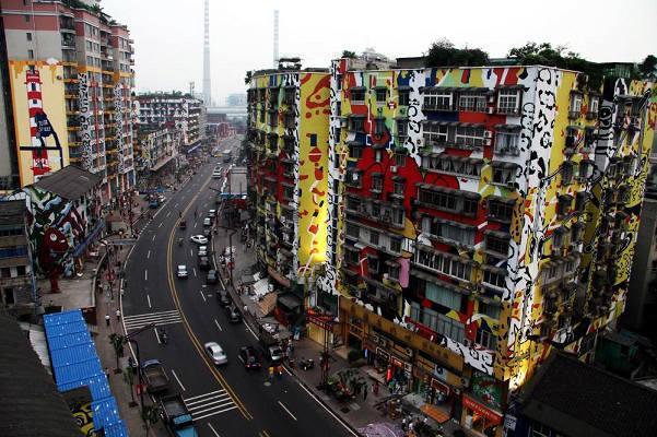 huang-jue-ping-strassenansicht-mit-schloten-und-grafitties